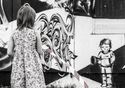 Graffiti Street art Face à face devant la façade de la tour misaine en 2015 à Aix les Bains (73)