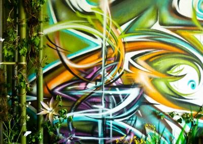 Graffiti Street art Exposition Calligraffiti Zert et décoration mis en valeur avec des bambous, lierre, terre etc.... dans la tour Misaine en 2015 à Aix les bains en Savoie