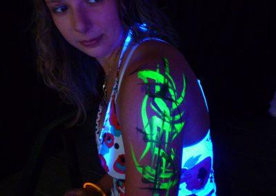 Body painting Graffiti à la peinture phosphorescente en 2013 à Sophia antipolis (06)
