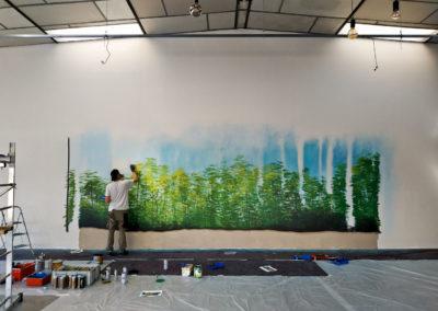 Amok en action ! Première étape : Mise en couleurs du dernier plan à la bombe aérosols et aux pinceaux ( décoration pompes funèbres Autem 2018 à Nangy Haute-Savoie )