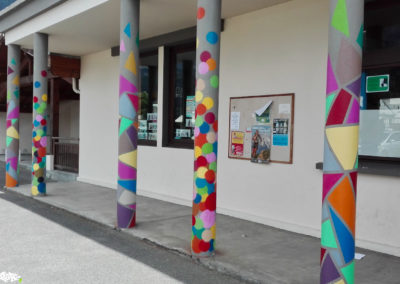 Colonnes mis en couleurs par les élèves de l'école du Fayet à Saint Gervais en Haute Savoie ( 2018 ) Graffiti Street art