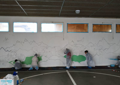 Fresque murale, initiation avec les élèves du CP au CM2 sous le préau de l'école à Saint Cergues en Haute-Savoie (74) Graffiti Street art 2019